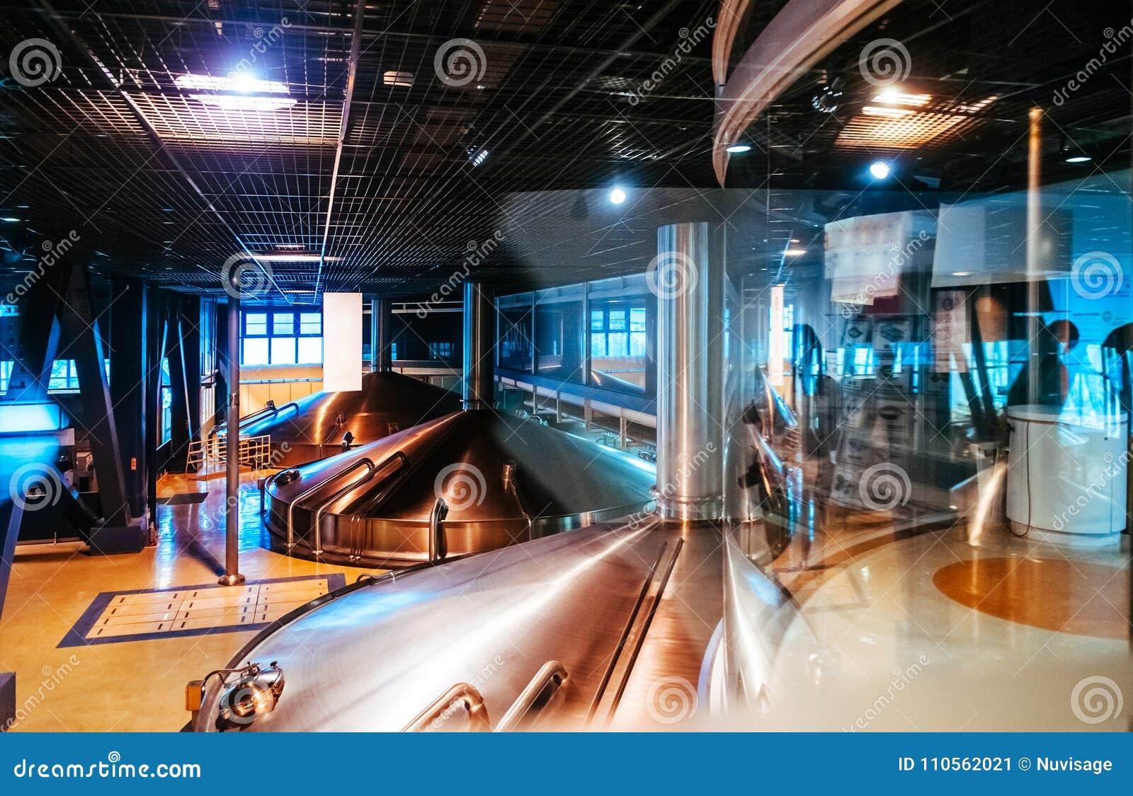 不锈钢发酵大桶在现代啤酒啤酒厂工厂