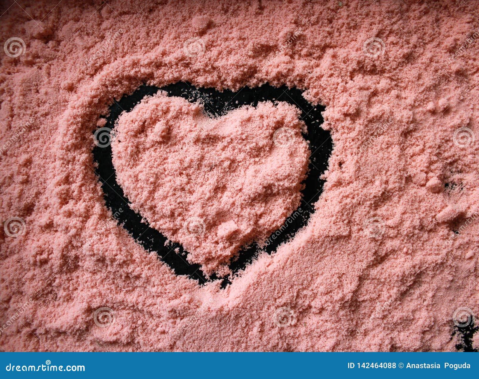 与一个心形的样式的珊瑚沙子