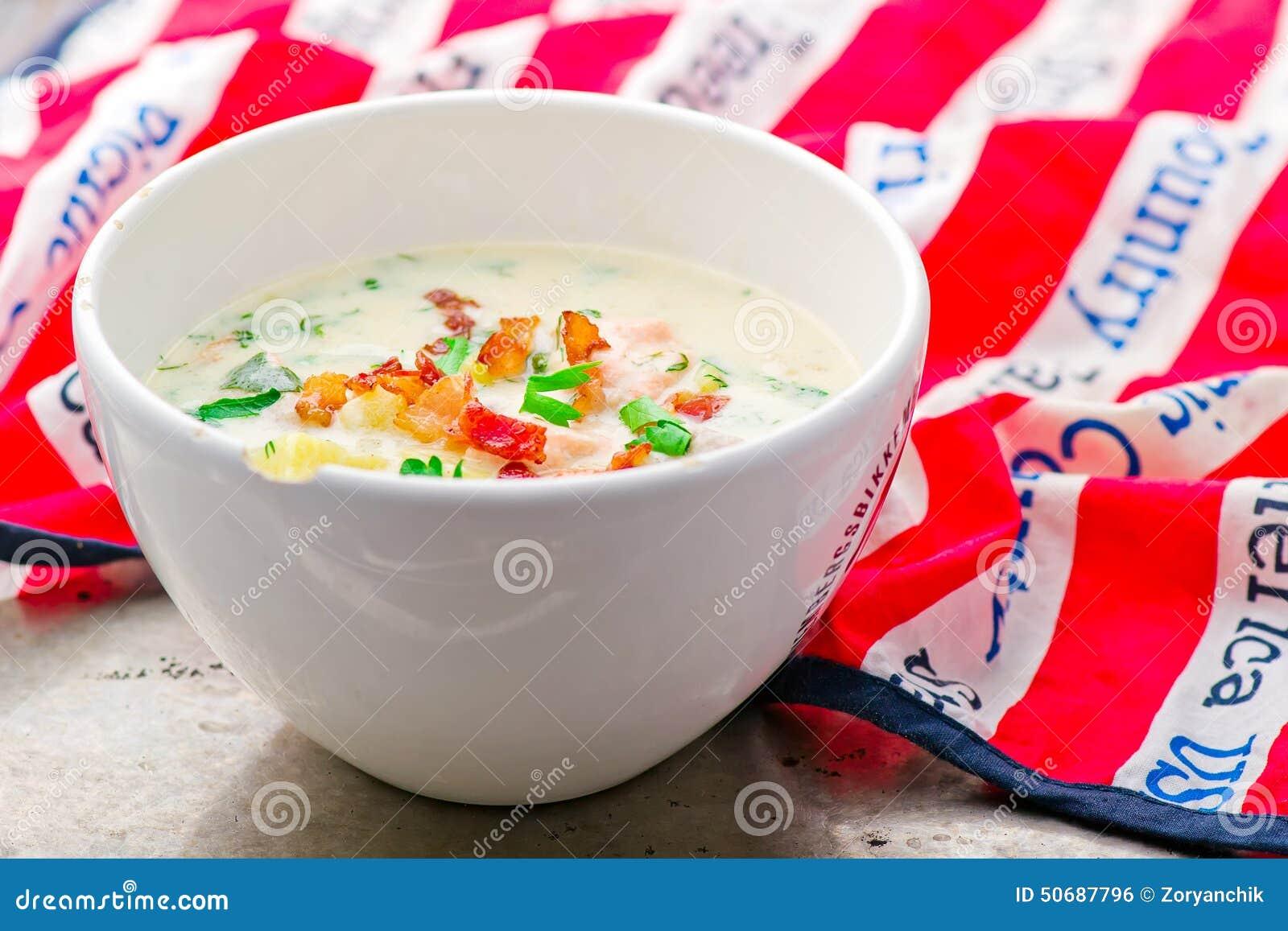 Download 与三文鱼和烟肉的杂烩 库存照片. 图片 包括有 食物, 膳食, 烹调, 午餐, 乳脂状, 鲜美, 温暖, 三文鱼 - 50687796