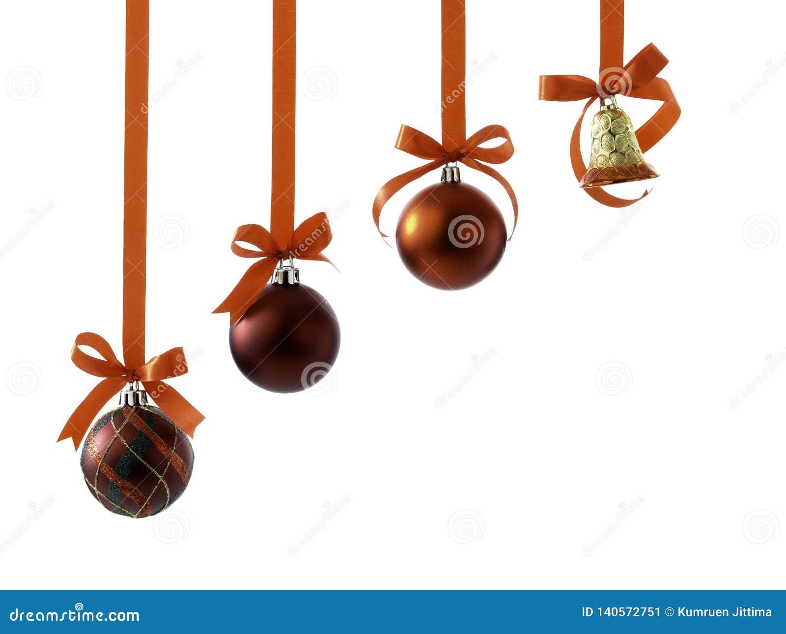 与丝带的圣诞节在白色的球和弓