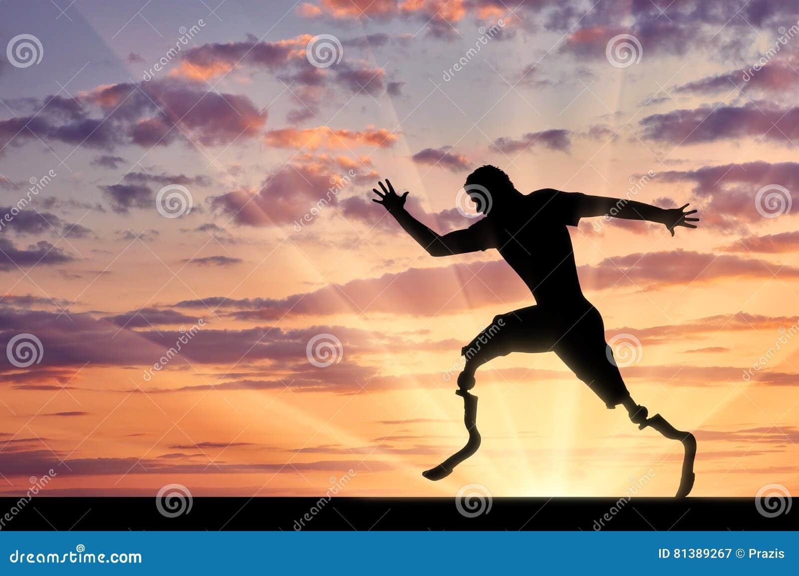 与两义肢赛跑的残疾paralympians