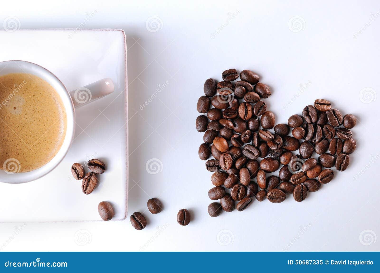 Download 与五谷和咖啡杯的心脏 库存图片. 图片 包括有 杯子, 谷物, 液体, 制动手, 阿诺德, 鲜美, 浓咖啡 - 50687335