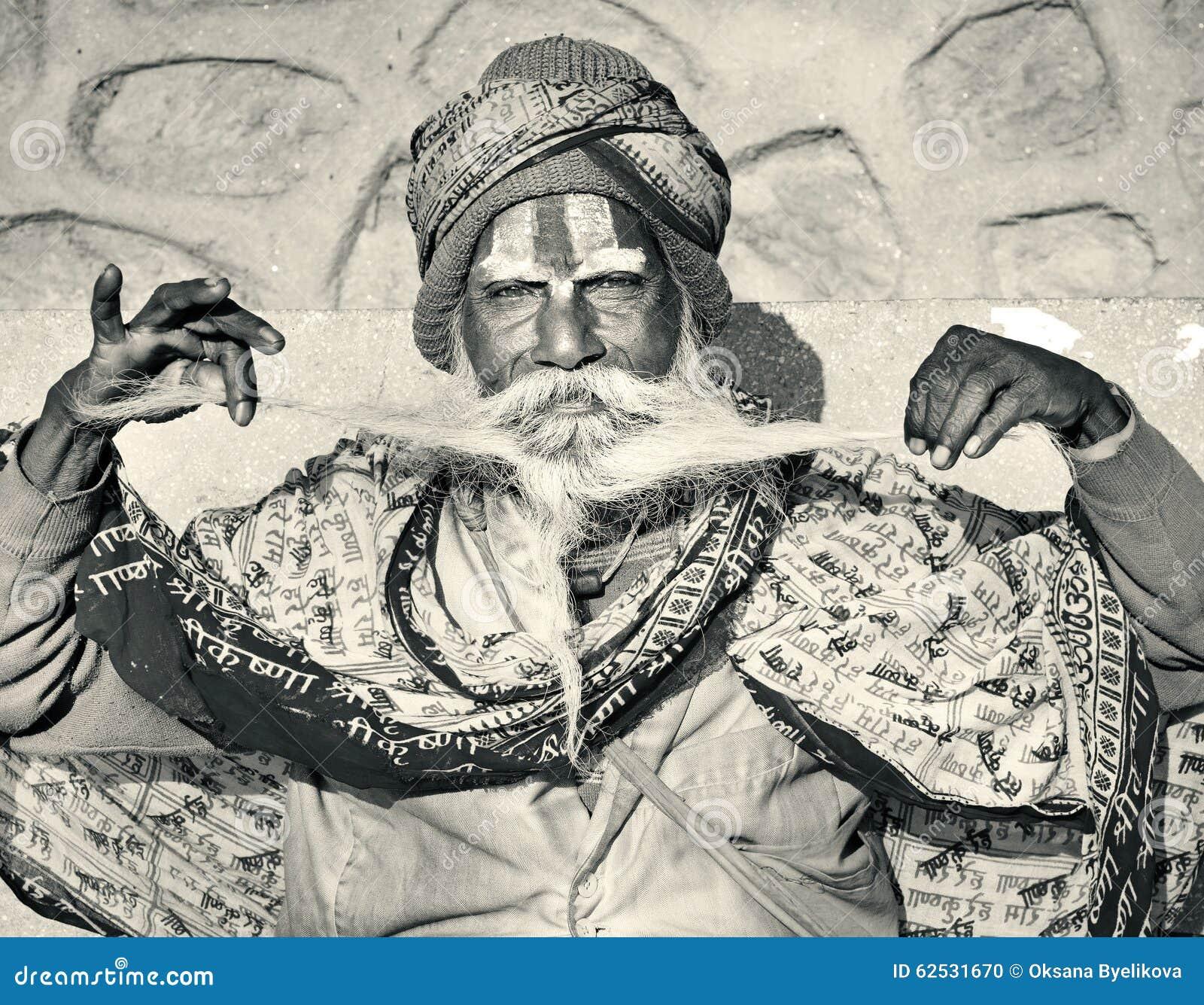 与传统被绘的面孔,尼泊尔的Sadhu