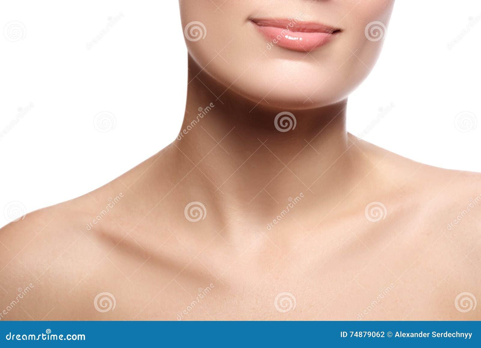 与健康白色牙的特写镜头愉快的女性微笑 Cosmetolog