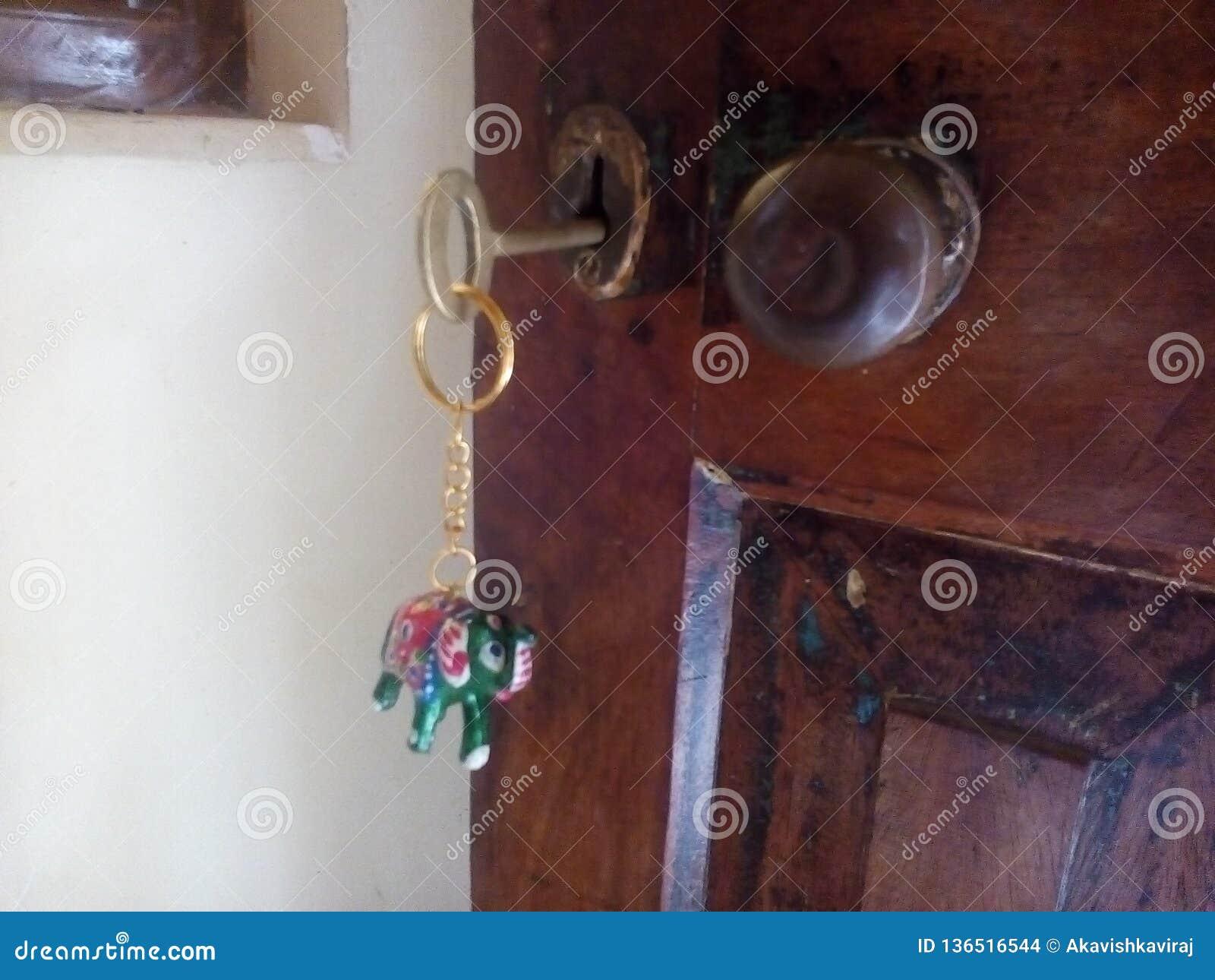 与关键标记的美妙和美好的brasswares