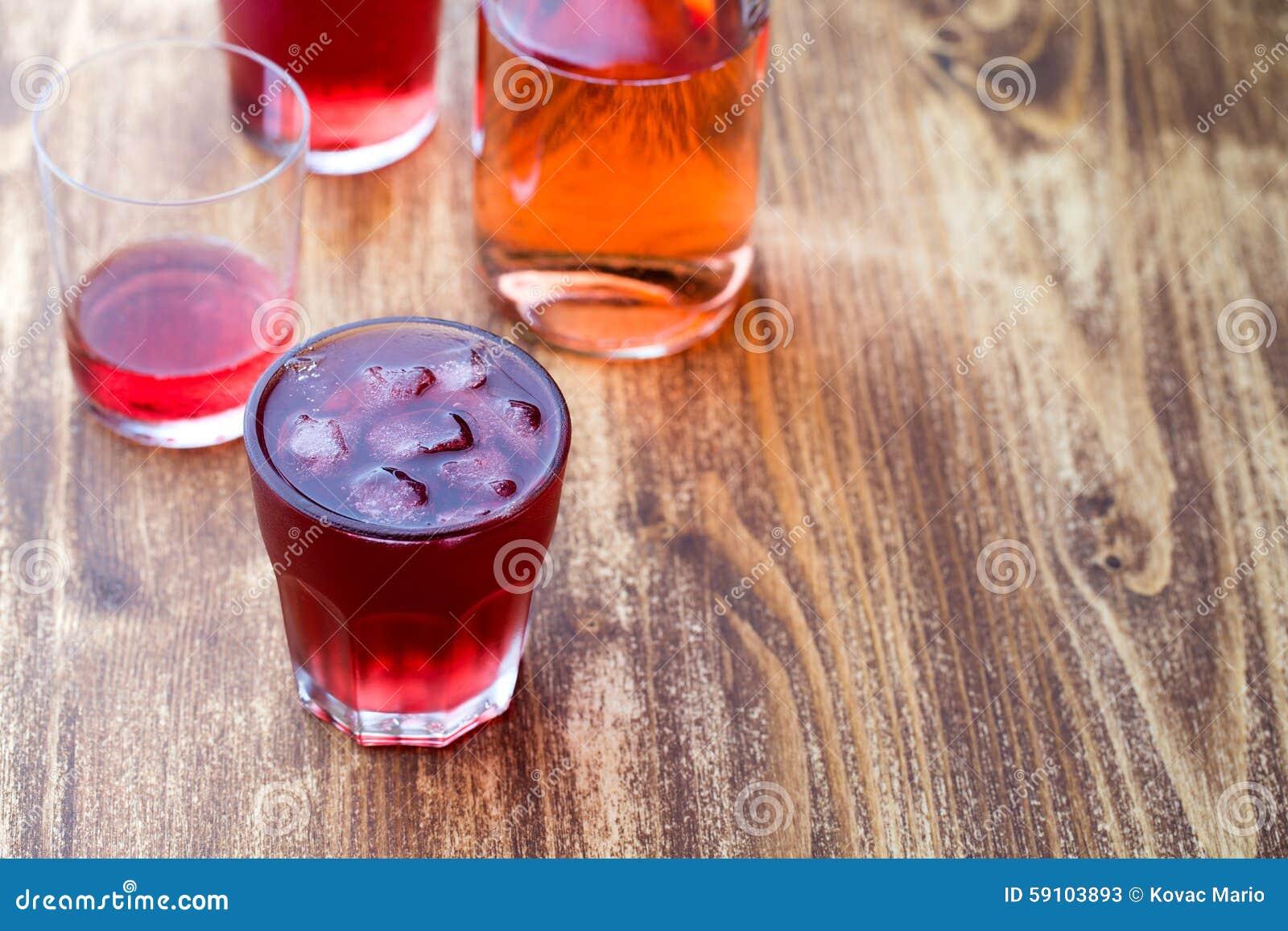 与冰的草莓茶