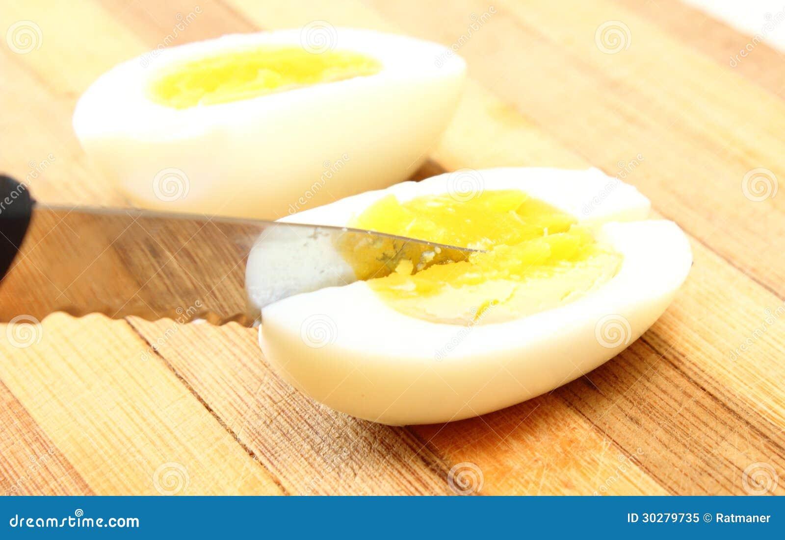 与刀子的切的鸡蛋