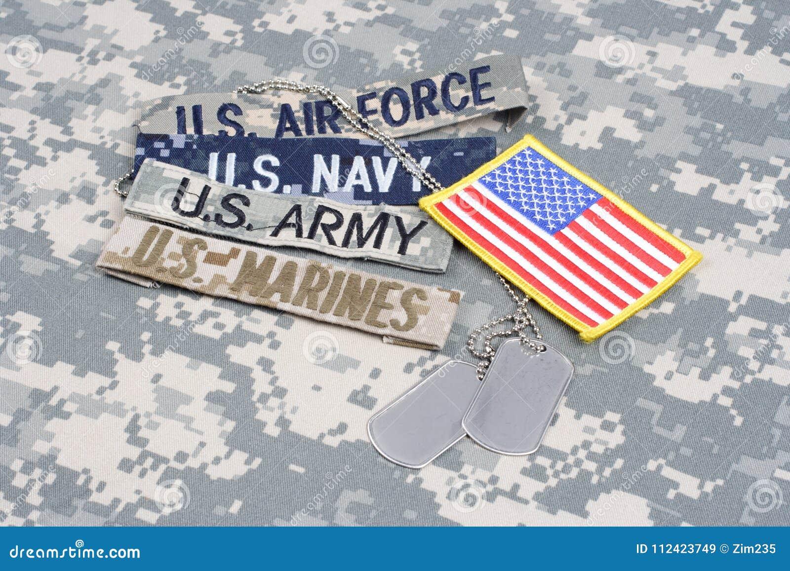 与分支磁带和卡箍标记的美军概念在伪装制服
