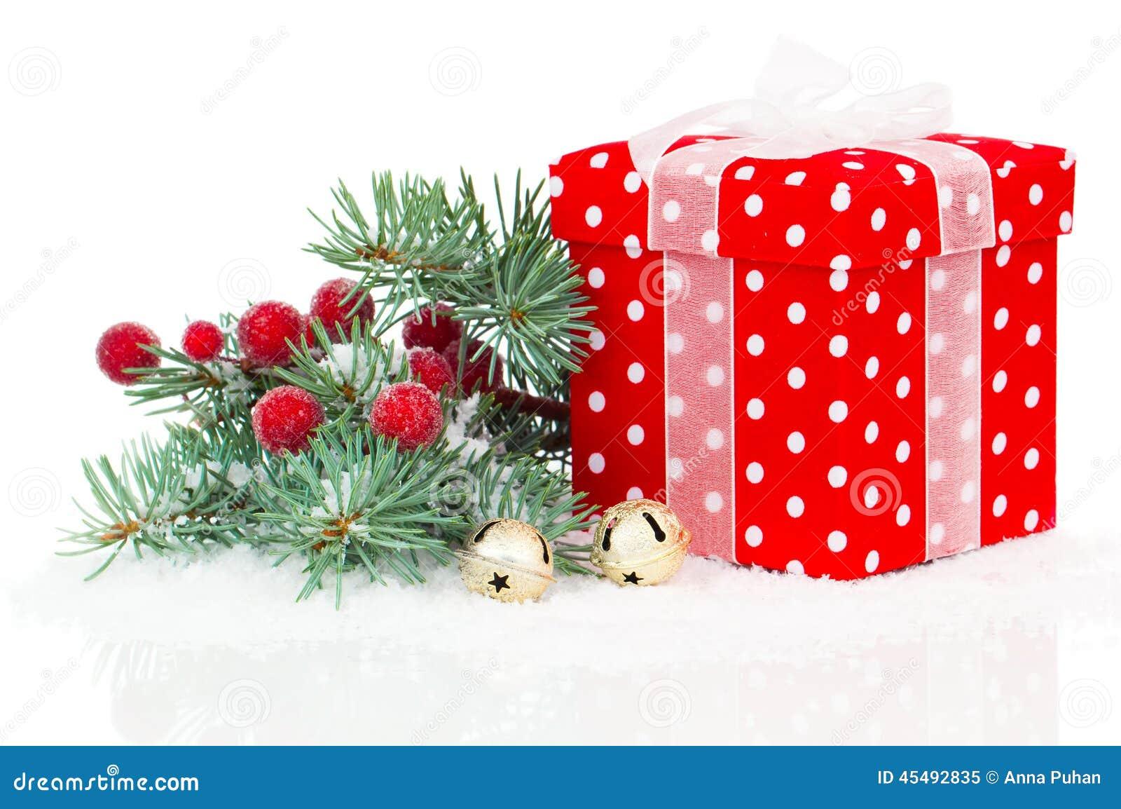 与分行冷杉木的圣诞节红色礼品