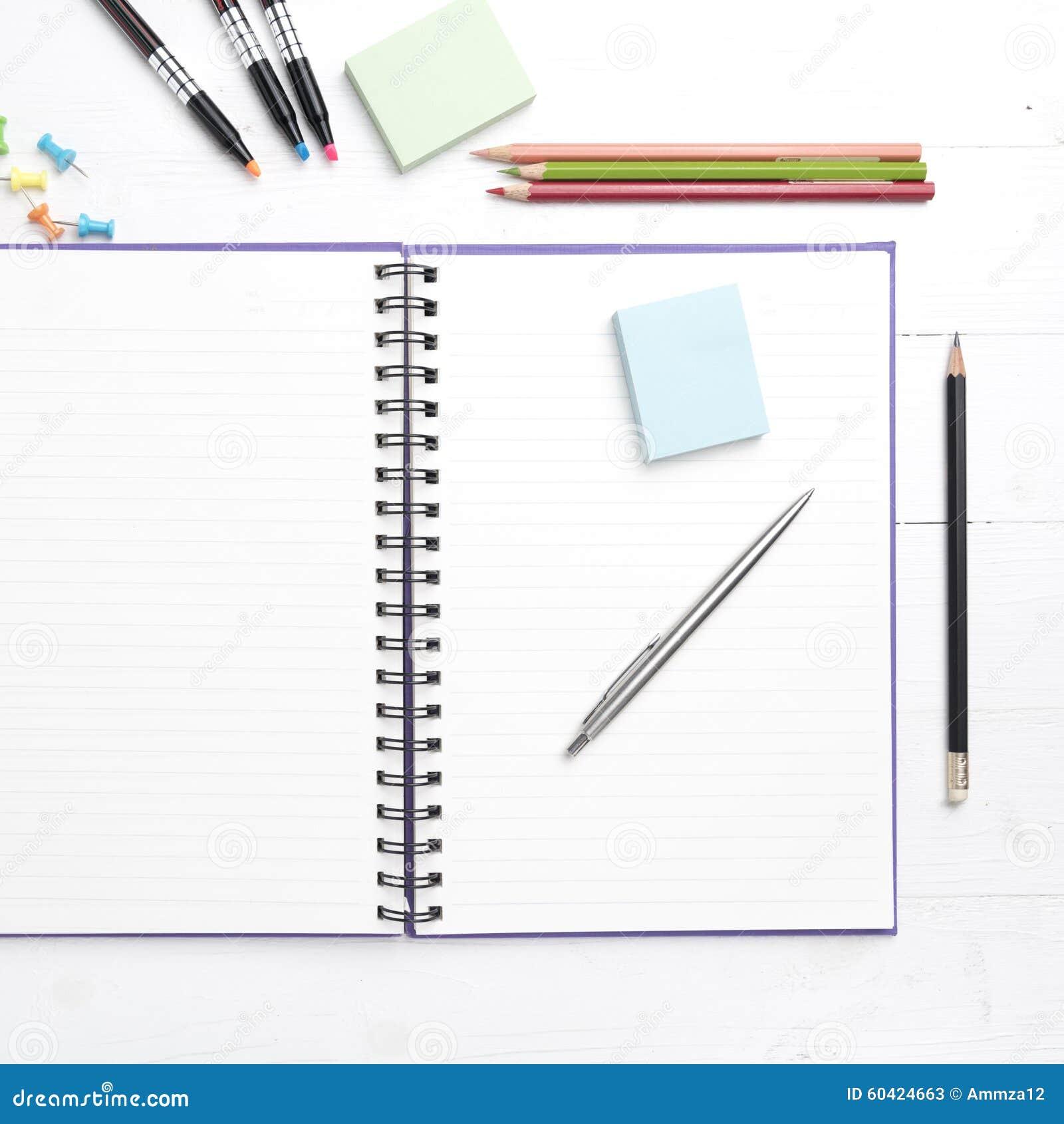 与办公用品的笔记薄