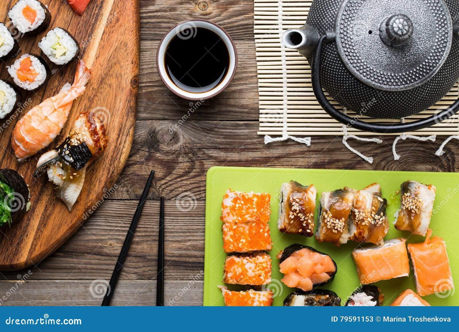 与另外鱼和鲕梨,套的寿司卷纤巧