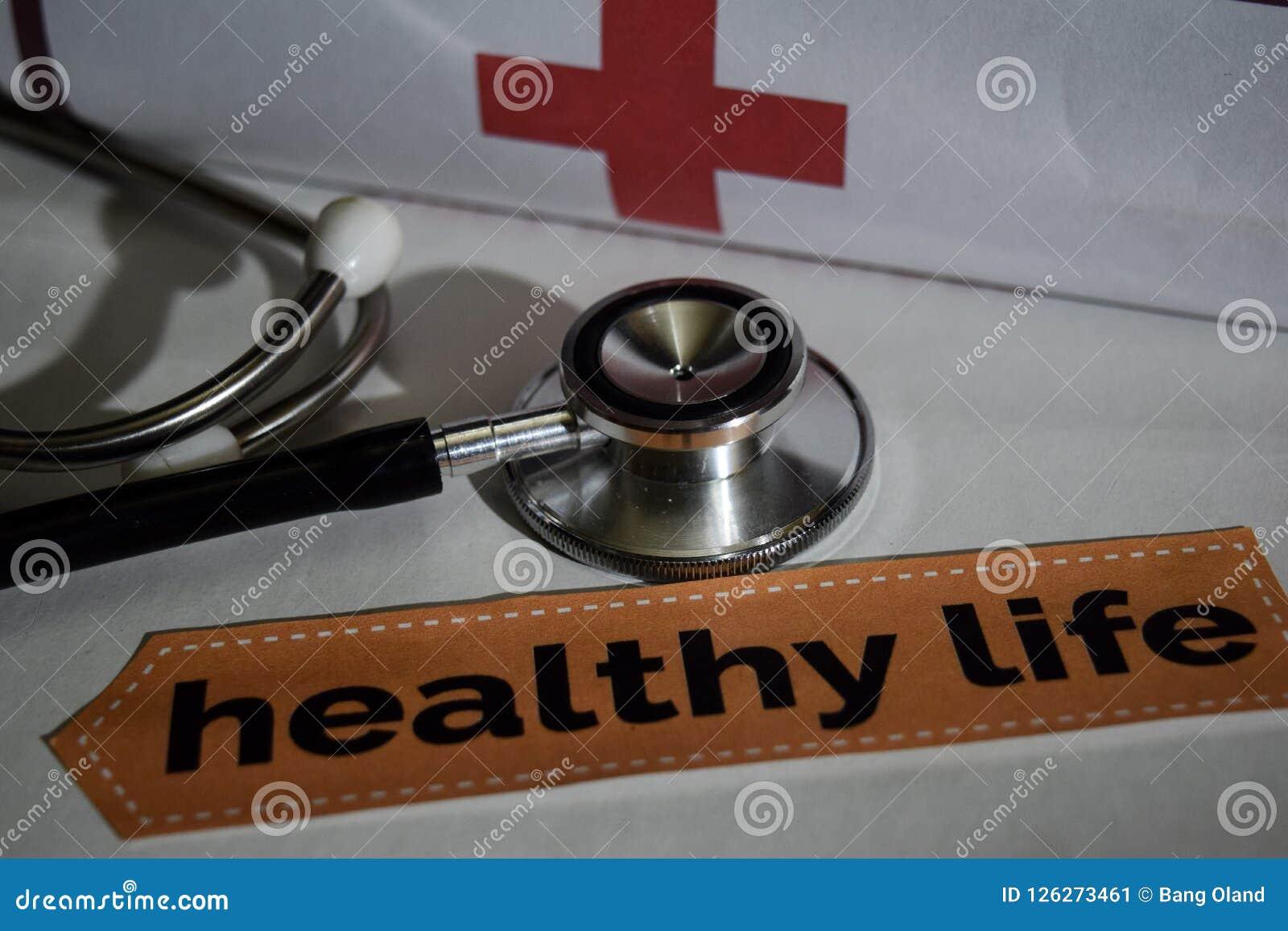 与听诊器的健康生活消息,医疗保健概念