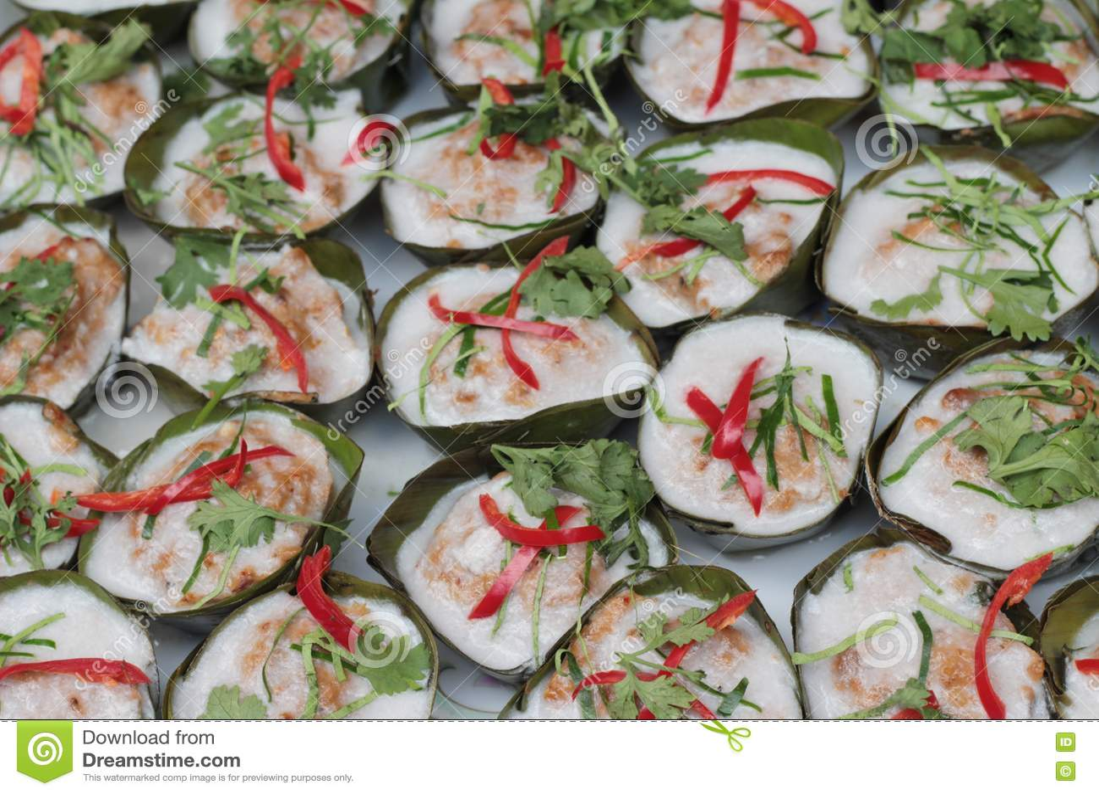 与咖喱酱的被蒸的鱼是可口的