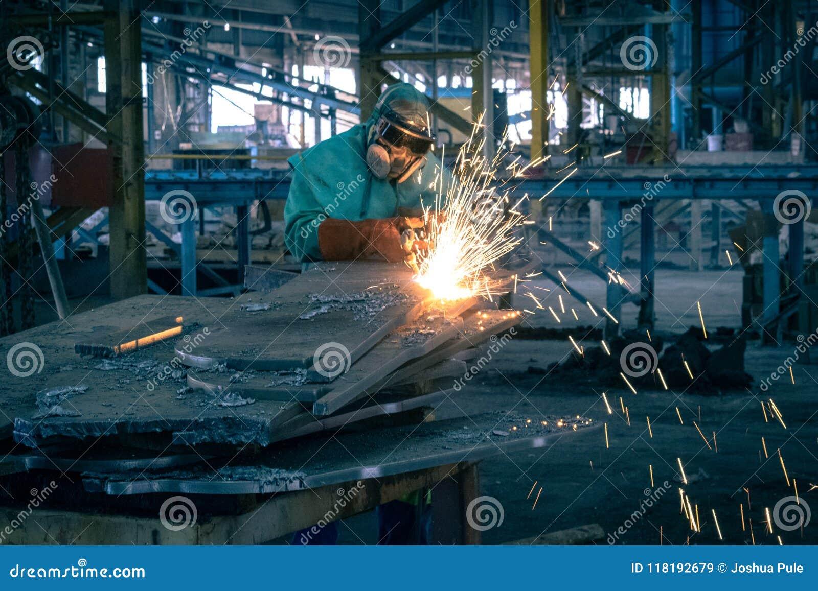 与喷灯的切口钢片断
