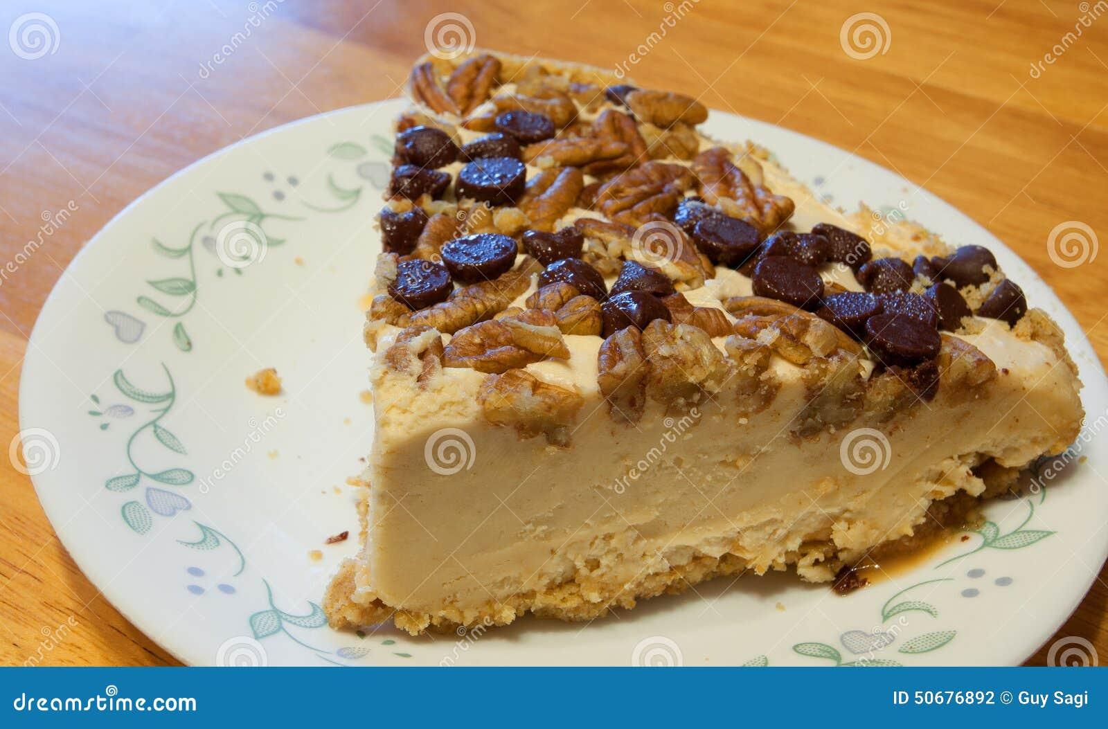 Download 与坚果的乳酪蛋糕 库存照片. 图片 包括有 点心, 牌照, 湿气, 黄色, 木头, 顶部, 装填, 筹码 - 50676892