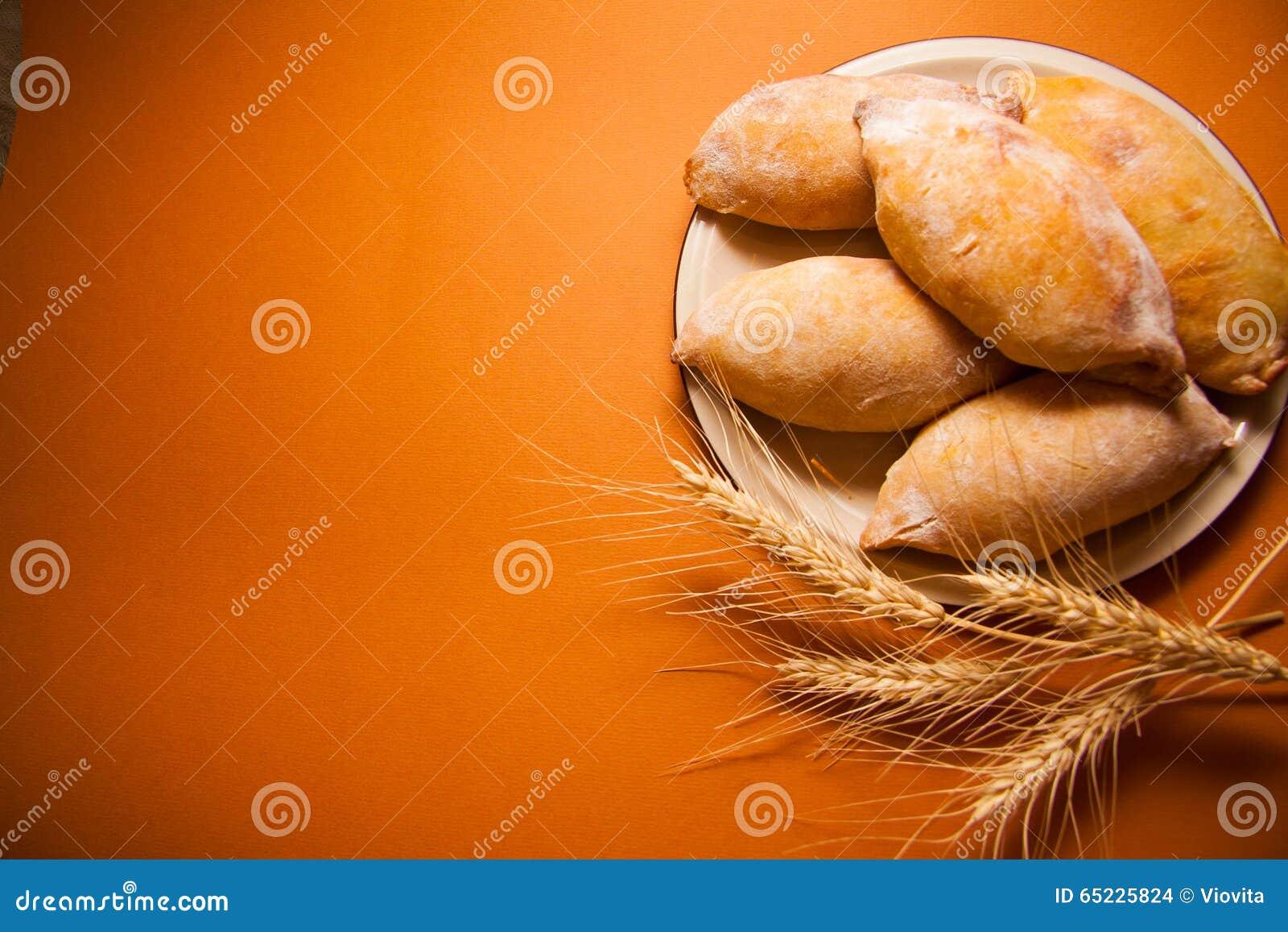 与填装的小圆面包