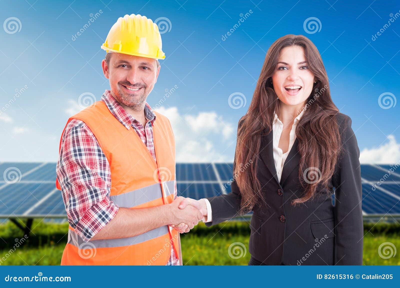 与女商人和工程师的合作概念