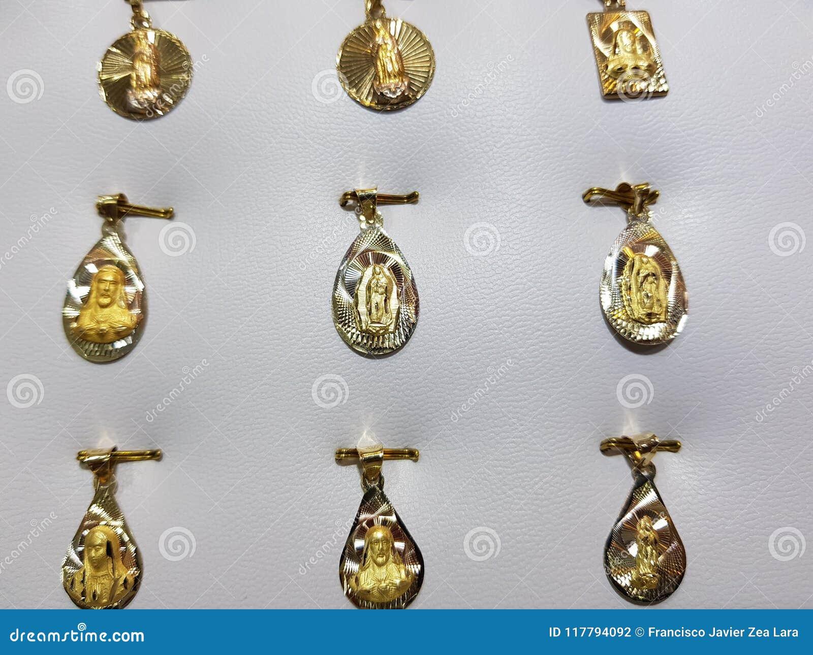与宗教图象的金牌在首饰