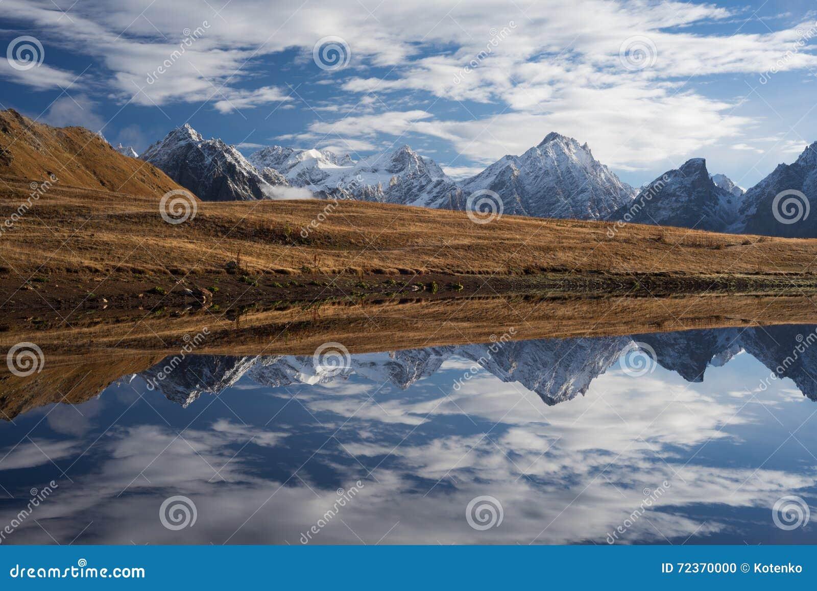 与山湖的风景