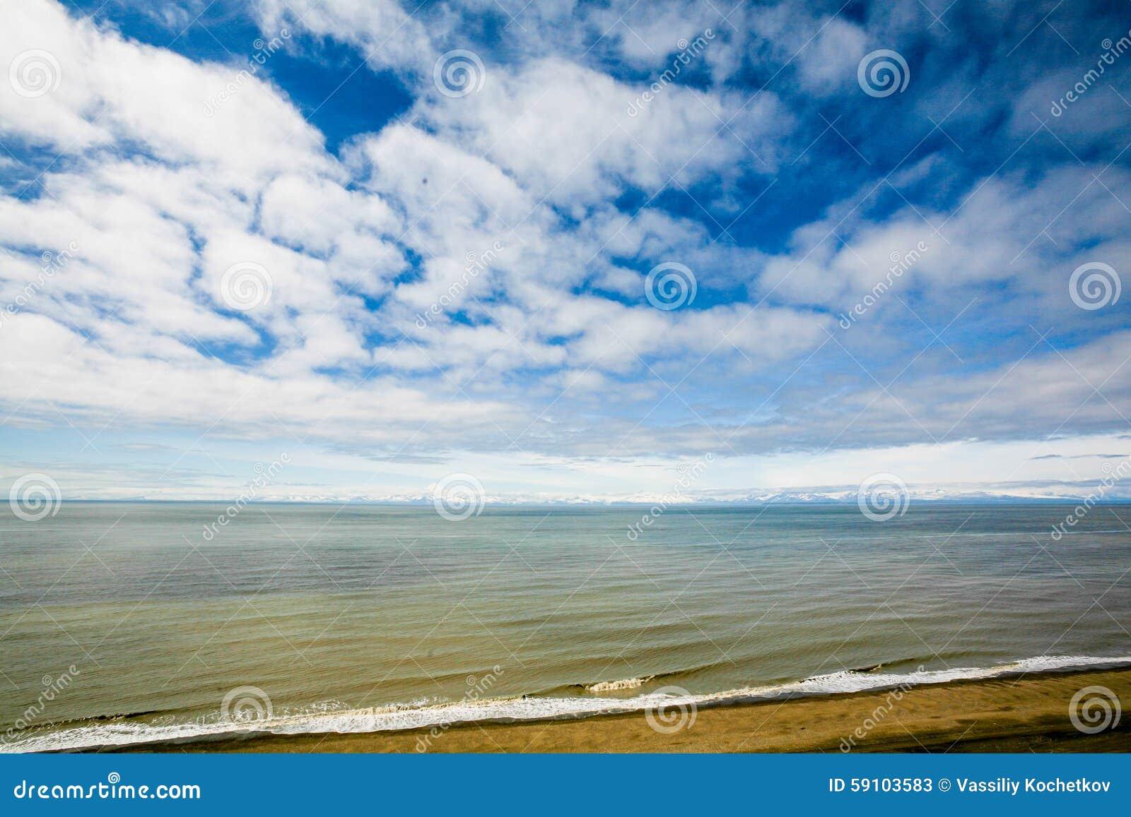 与岩石的海景