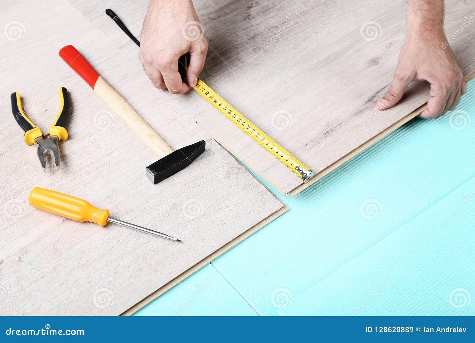 与工具的层压制品的地板