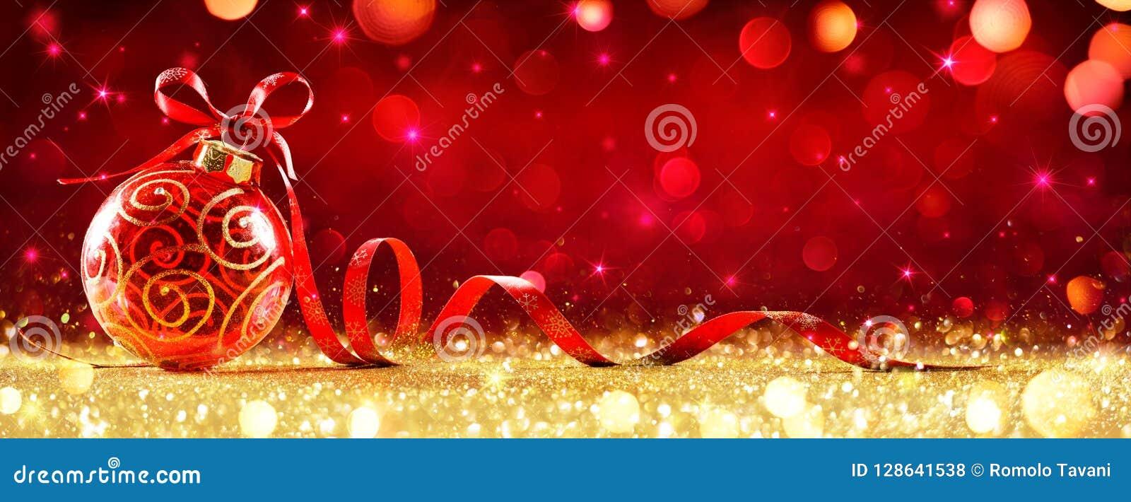 与弓的红色圣诞节球形