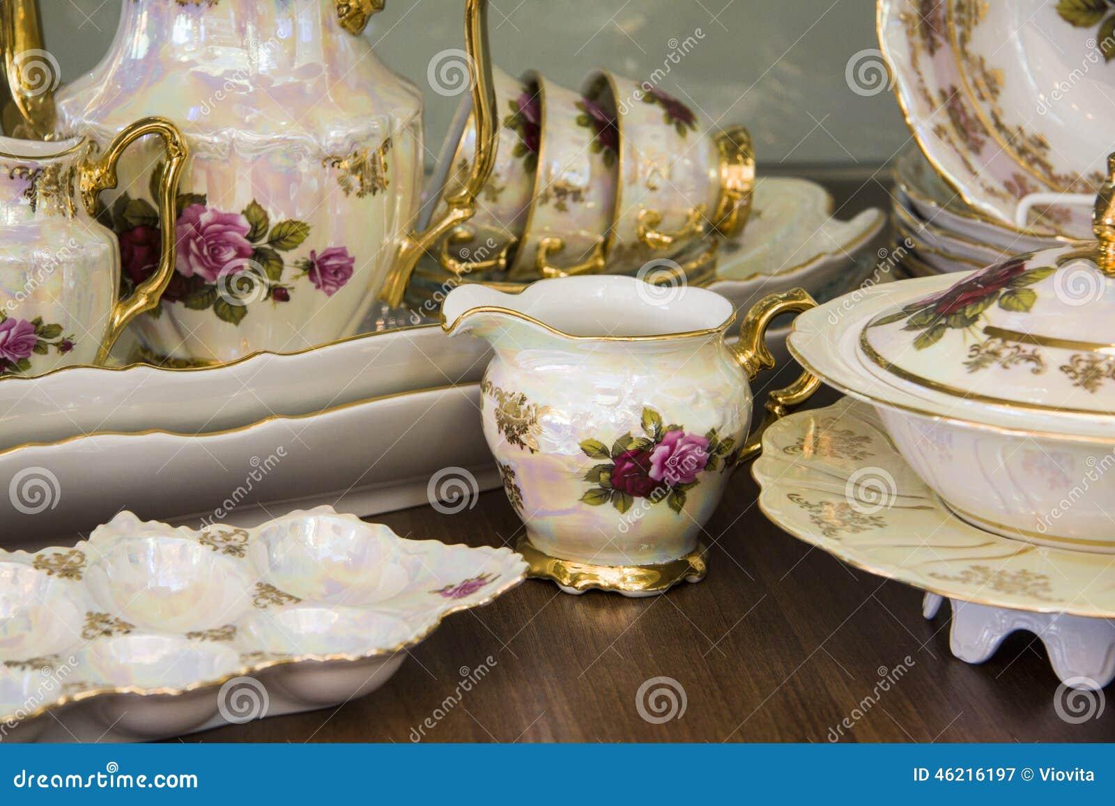 与手拉的花的豪华茶具
