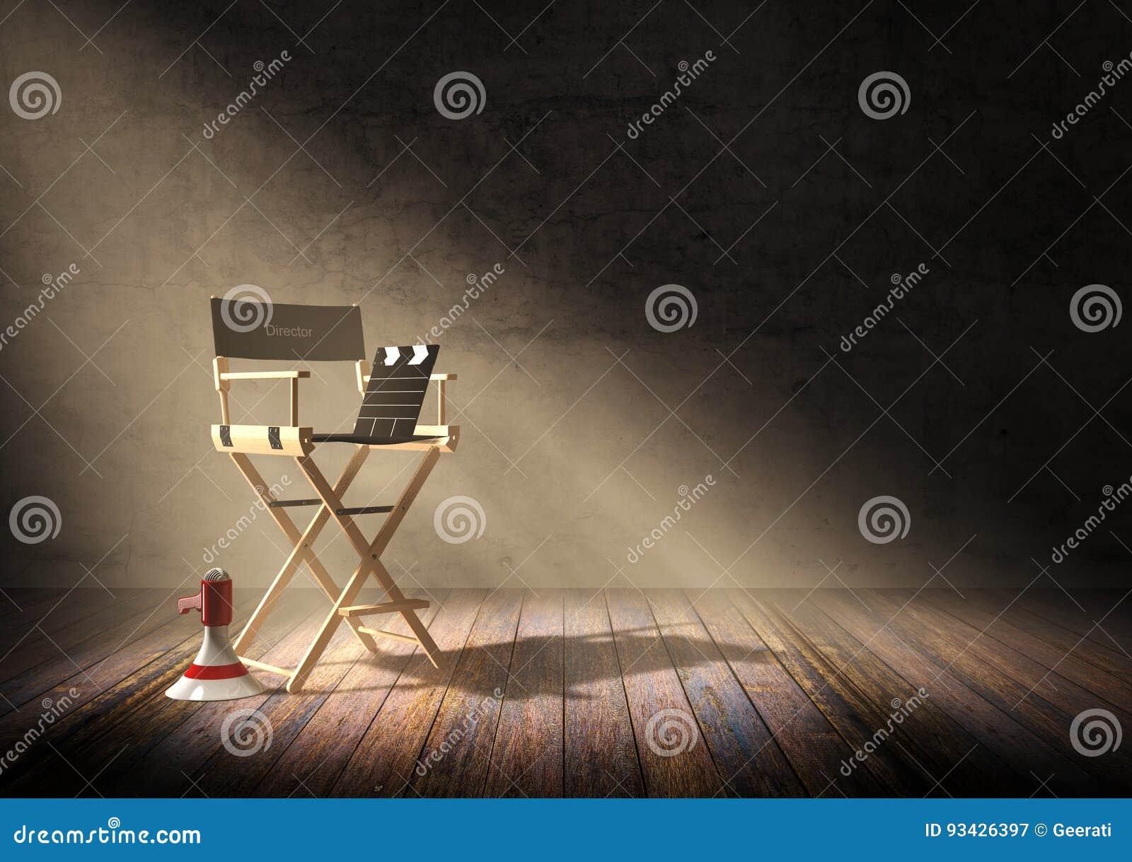 主任与拍板的` s在暗室场面的椅子和扩音机与聚光灯点燃