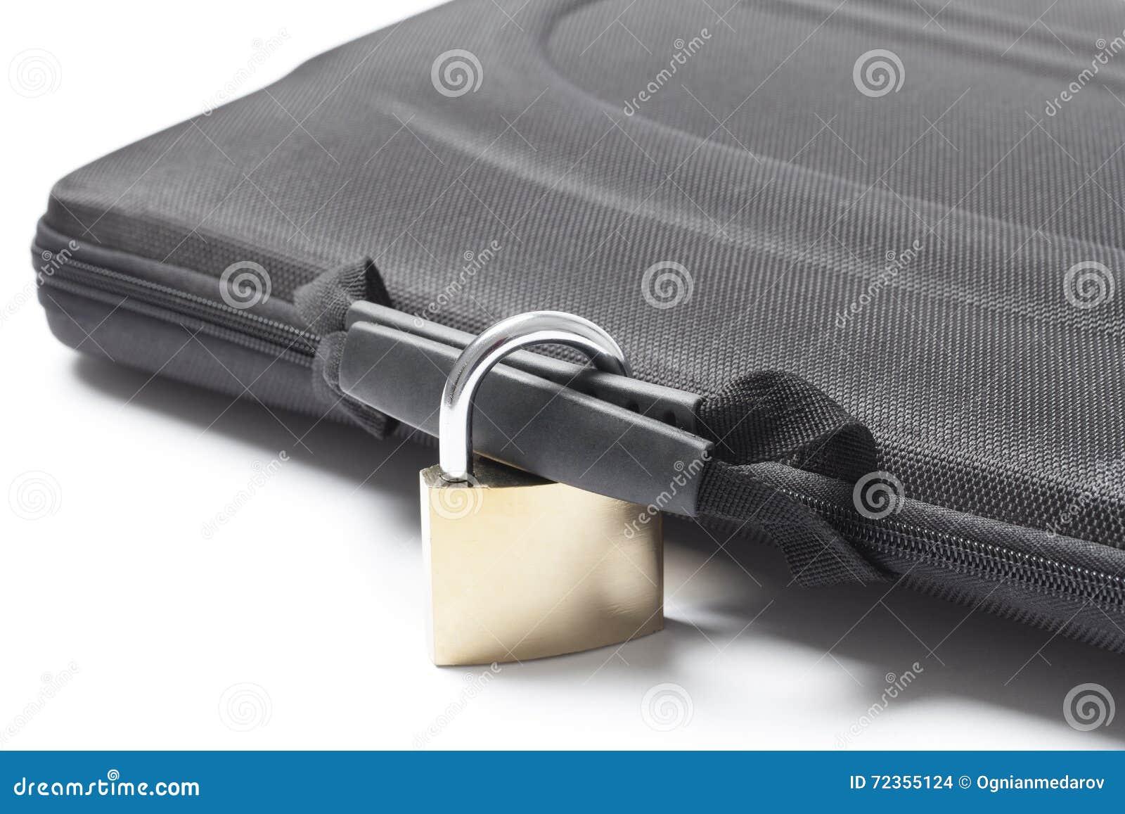 与挂锁的锁着的袋子