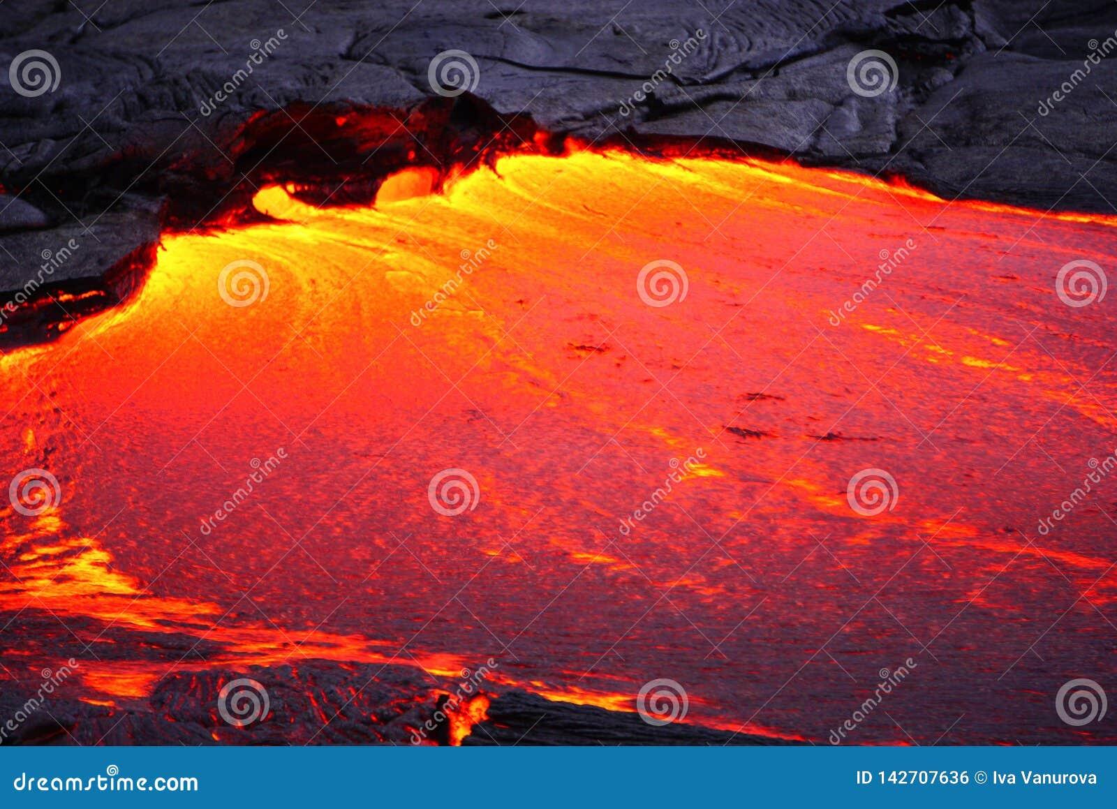 与新的熔岩的熔岩荒野在夏威夷