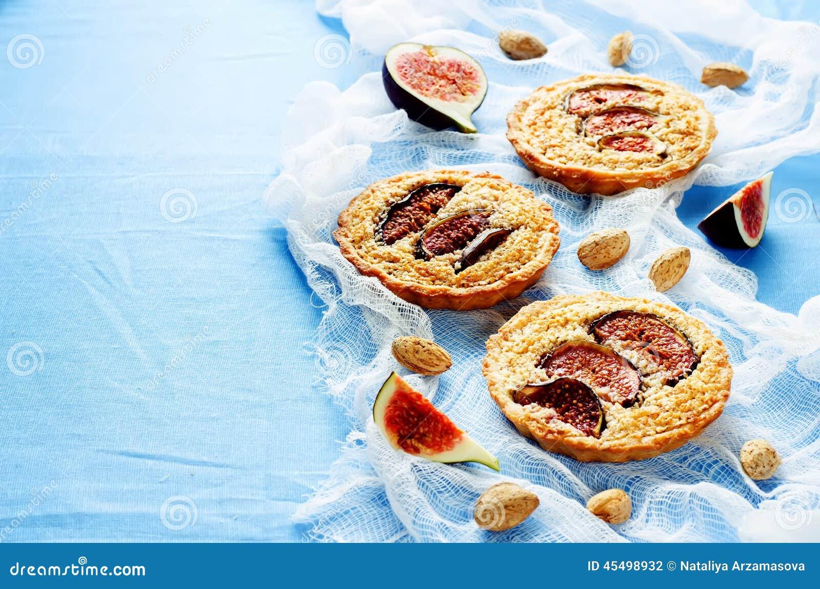 与无花果和杏仁奶油(Frangipane)的果子馅饼