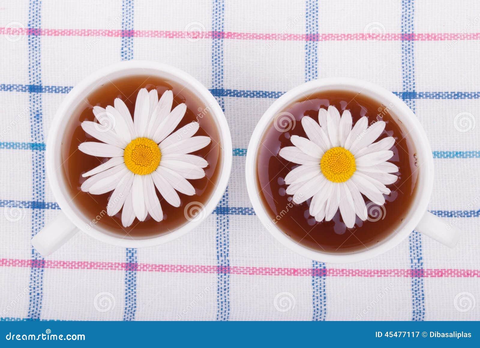 与春黄菊的茶