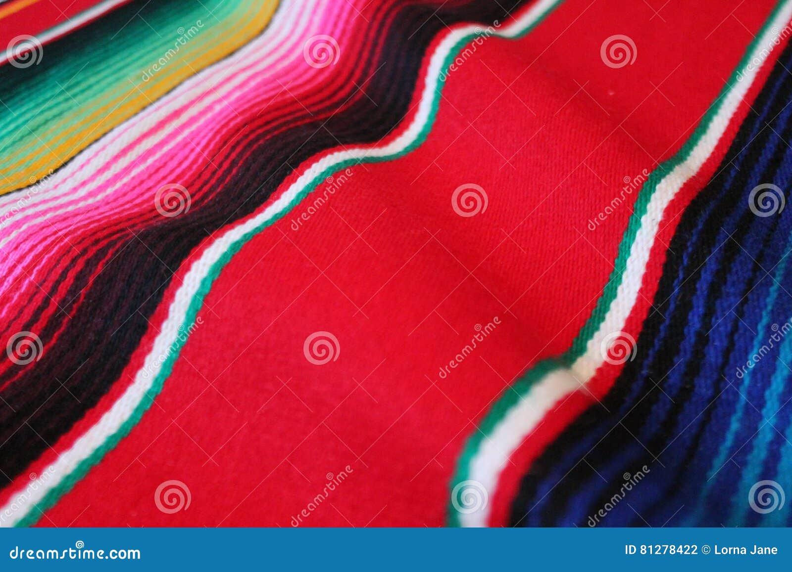 与条纹的墨西哥墨西哥传统cinco de马约角地毯雨披节日背景