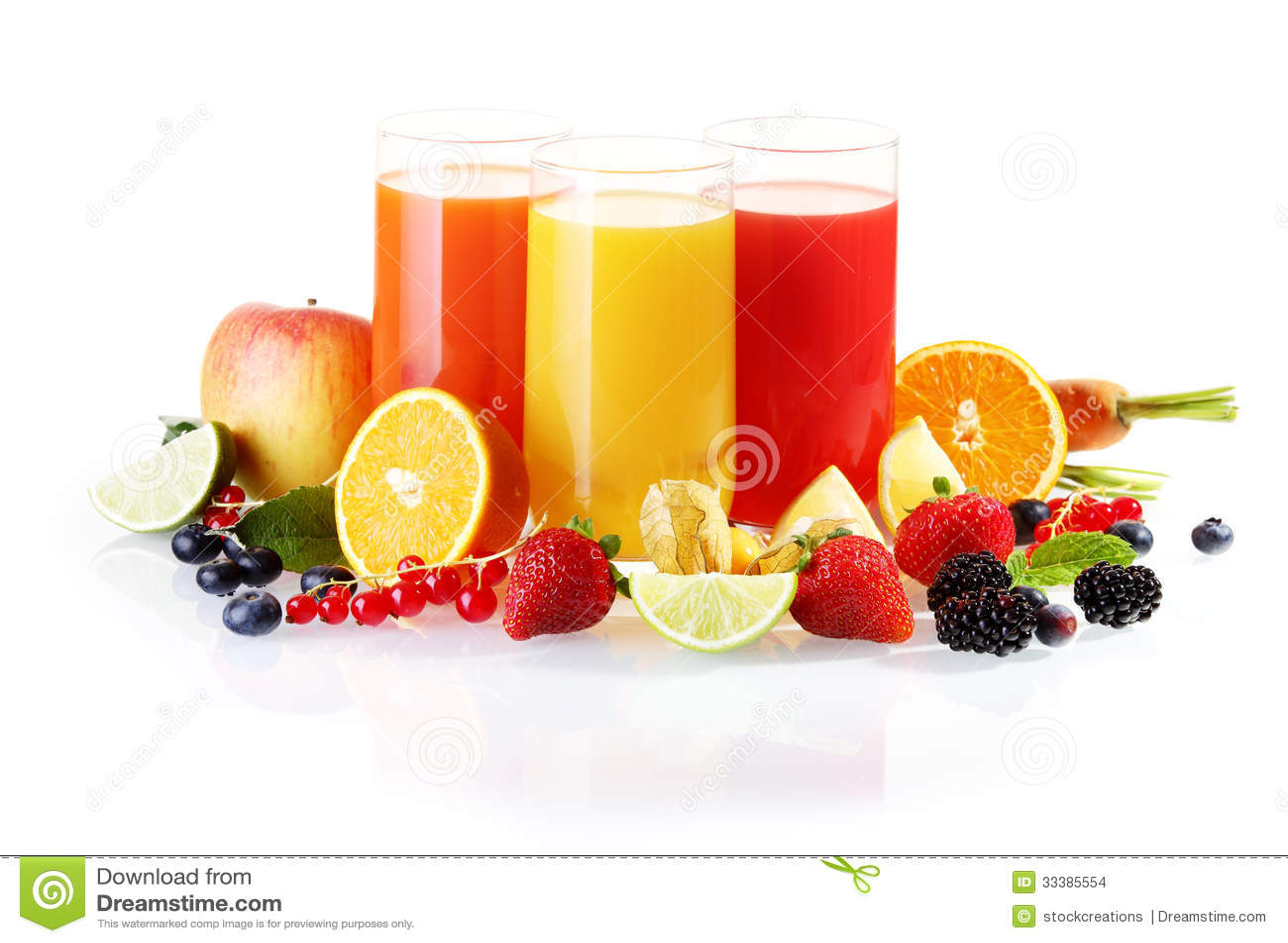 与杯的新鲜水果汁液