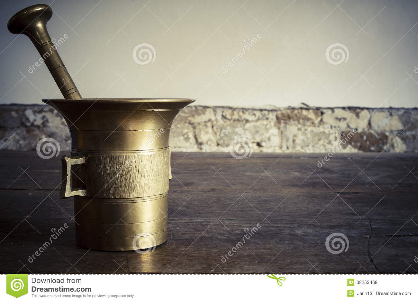 与杵的老古铜色灰浆wootden桌
