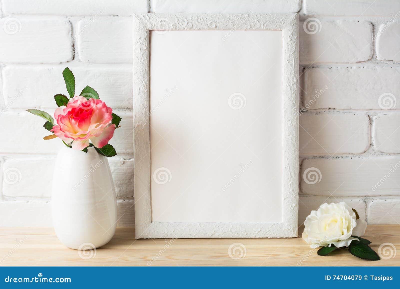 与桃红色和白玫瑰的白色框架大模型