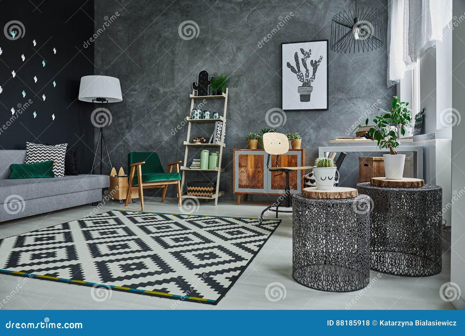 与沙发nad洗脸台的公寓