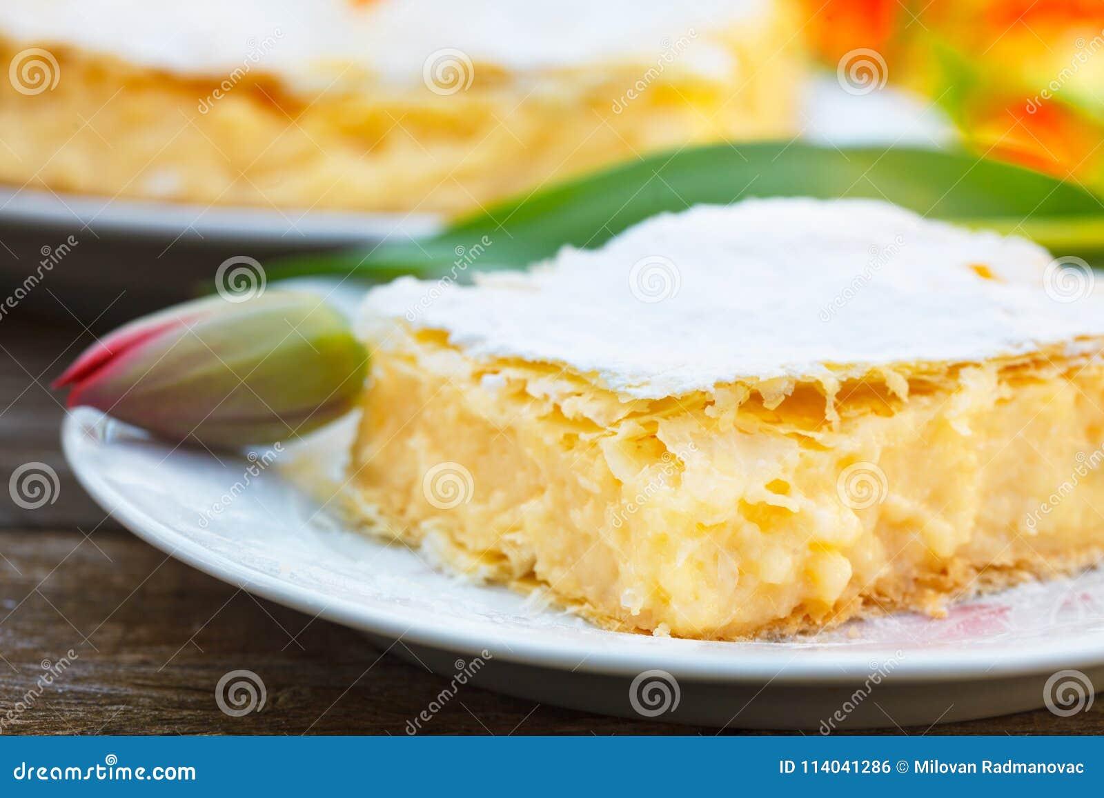 与油酥点心层数的自创奶油馅饼
