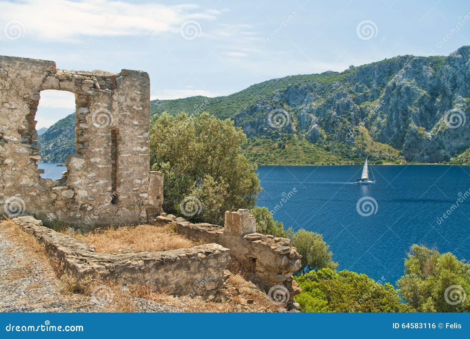 教中世纪游艇有地图背景在爱琴海和山的在白色,马尔马里斯港,土耳其高德cs35长安废墟图片