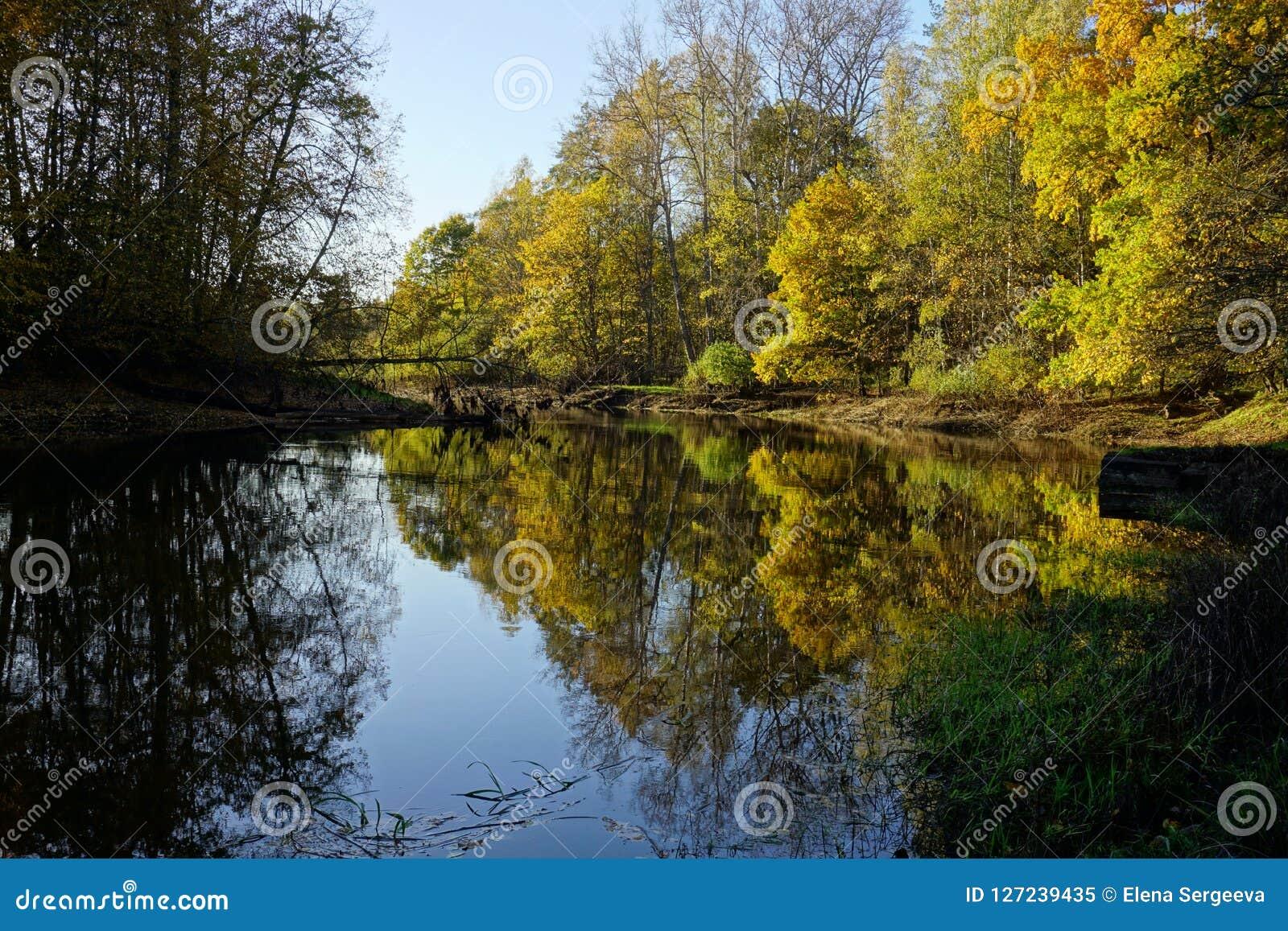 与湖的秋天横向