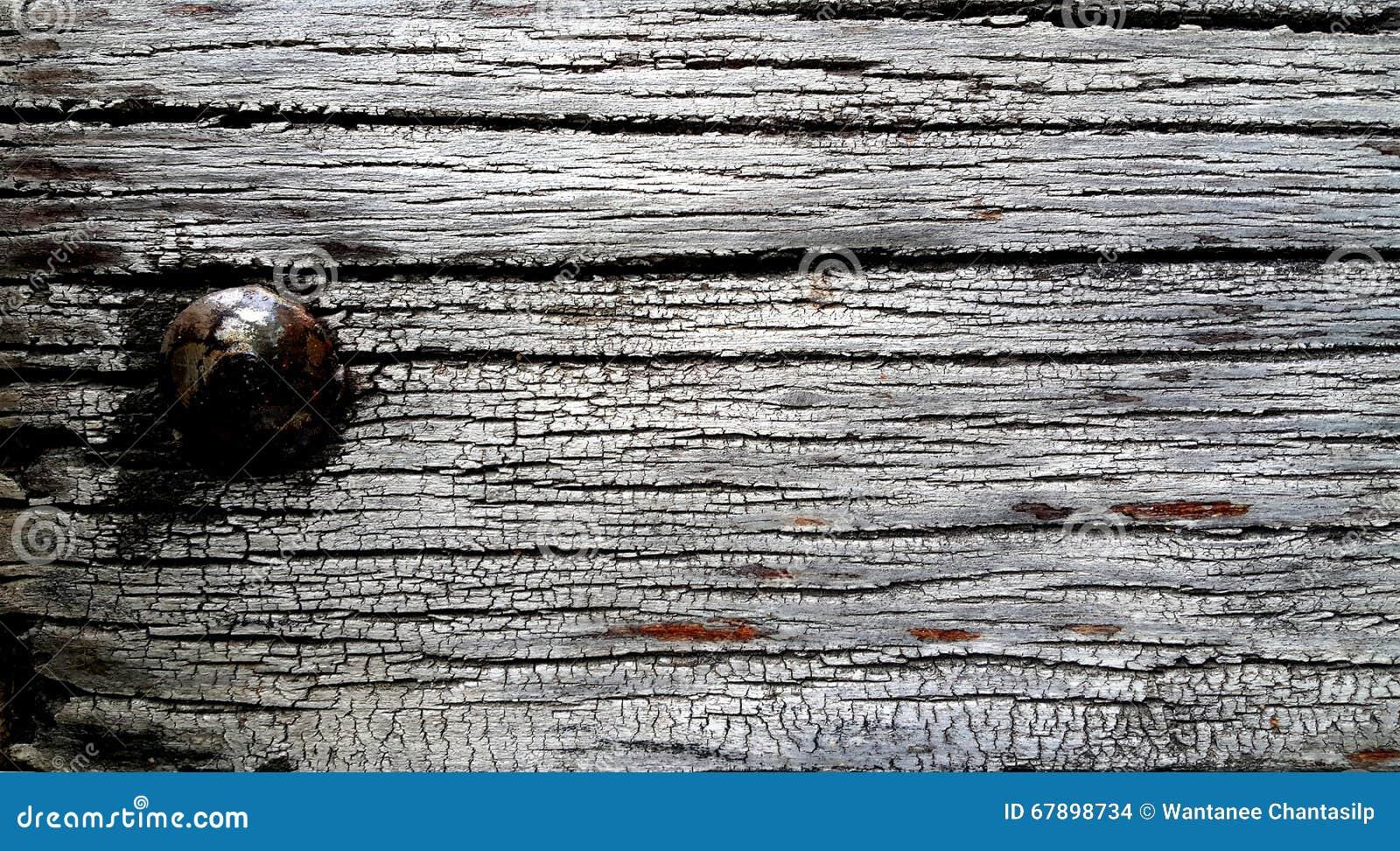 与生锈的钉子的老木头
