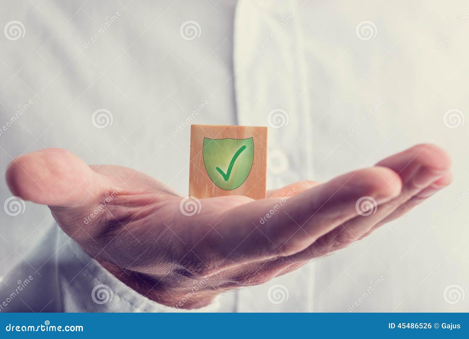与盾标记的绿色检查