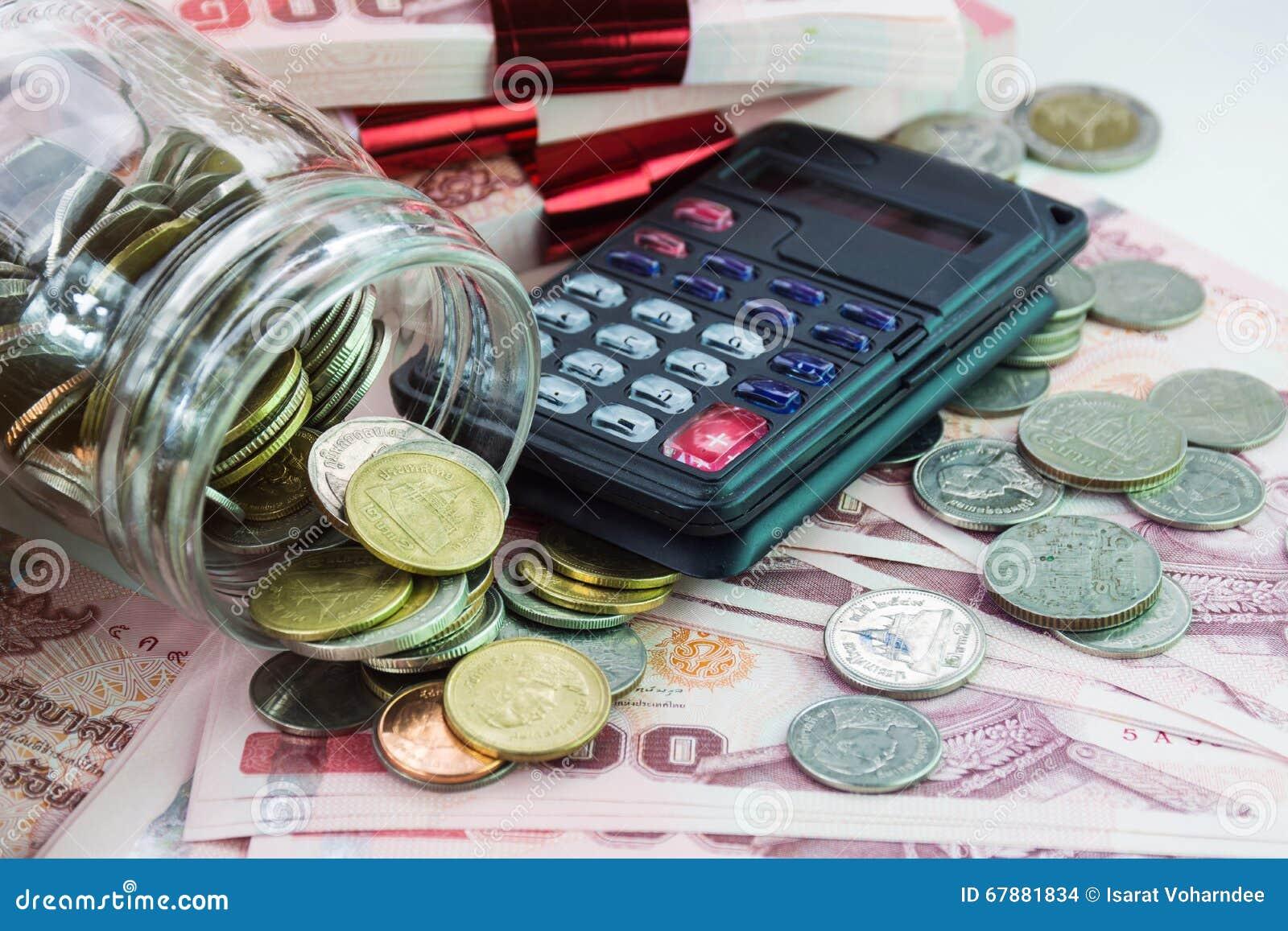 与硬币和计算器的金钱背景