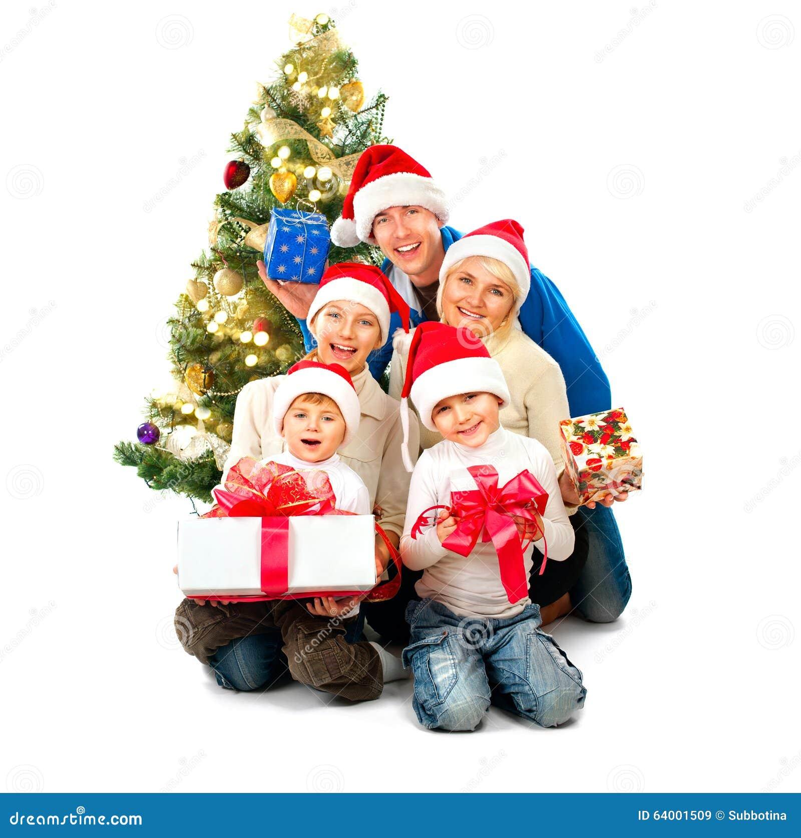与礼物的愉快的圣诞节家庭在白色