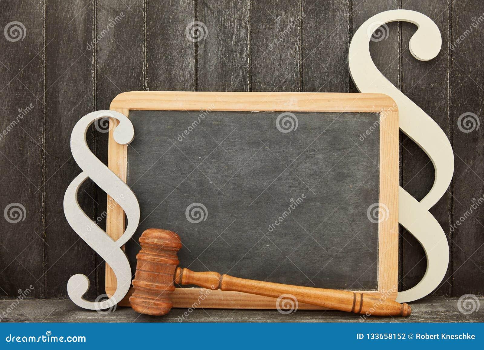 与空白的黑板的法律法律侏罗纪概念
