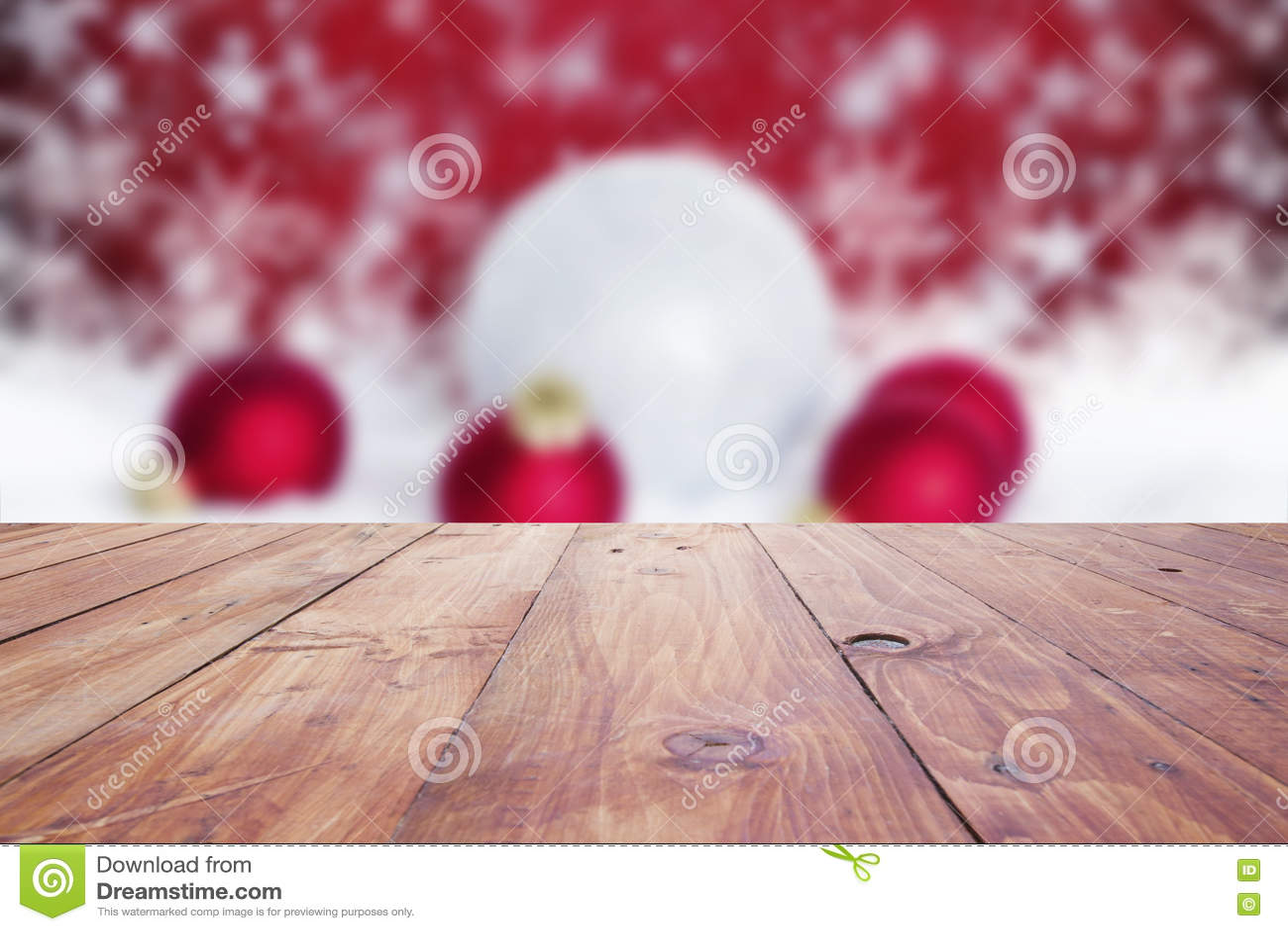 与空的木甲板桌ov的红色圣诞节假日背景