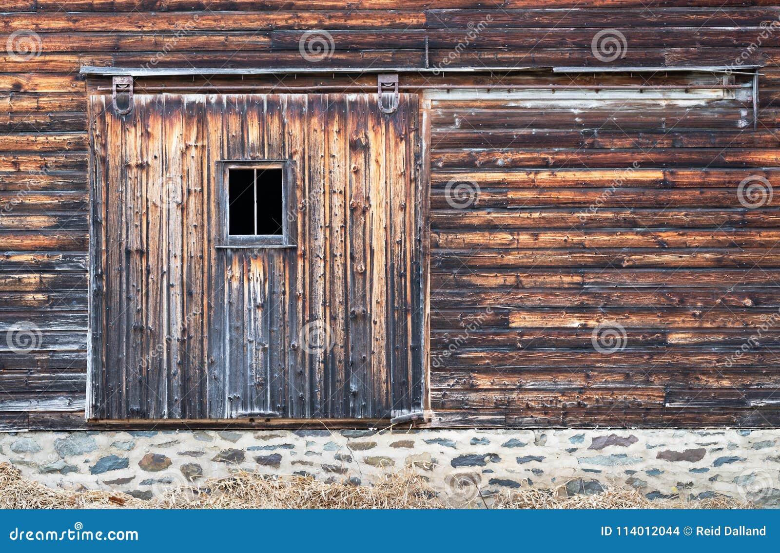 与窗口的困厄的谷仓板门