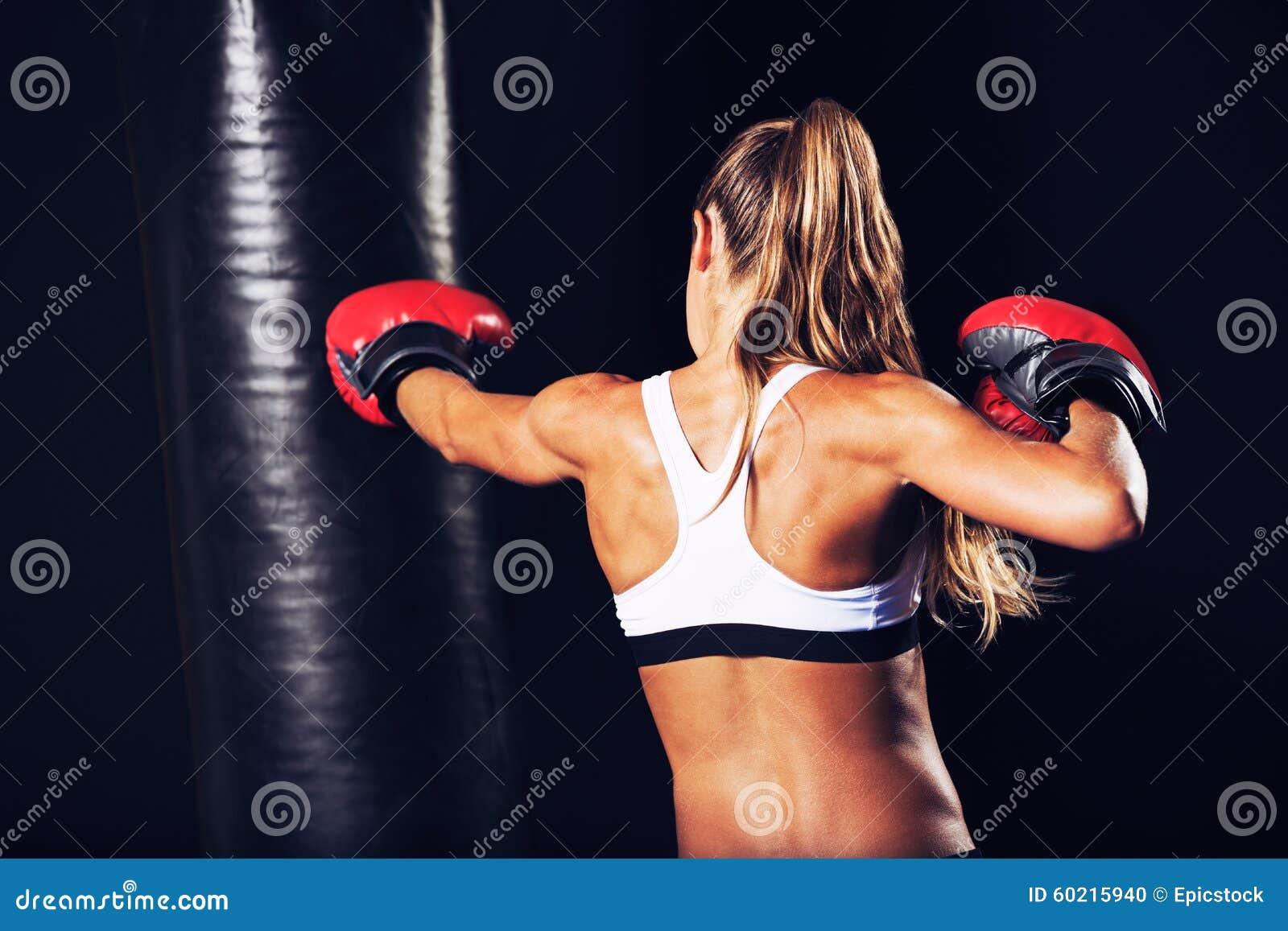 与红色手套的美好的健身妇女拳击 库存照片 - 图片