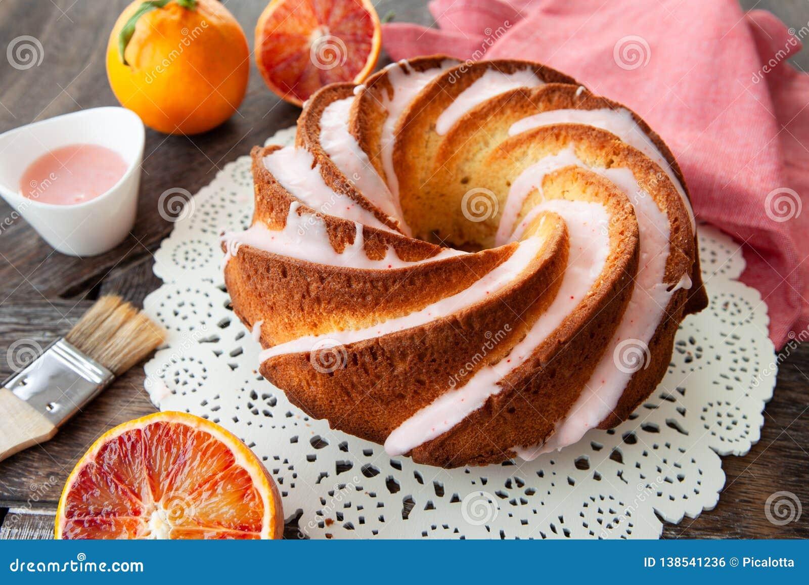 与结霜的美味的bundt蛋糕