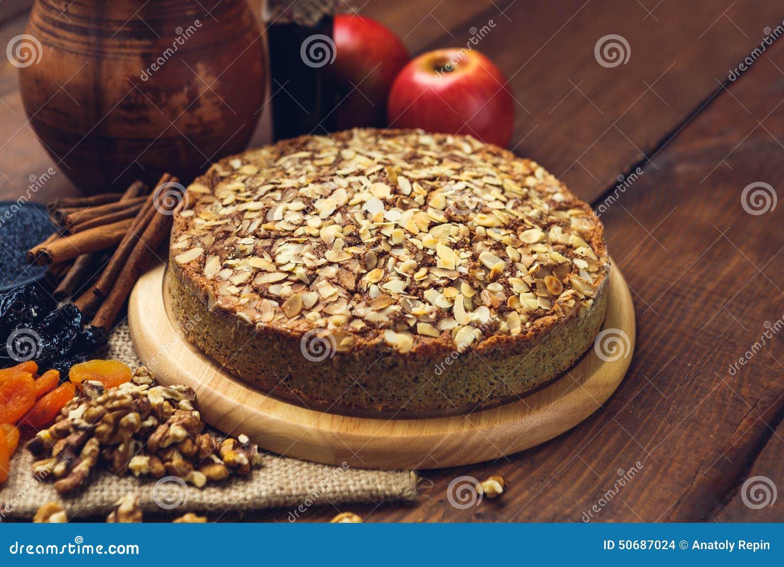 Download 与罂粟种子和杏仁的自创饼剥落 库存照片. 图片 包括有 吃饭的客人, 厨房, 自然, 烹调, 来回, 部分 - 50687024